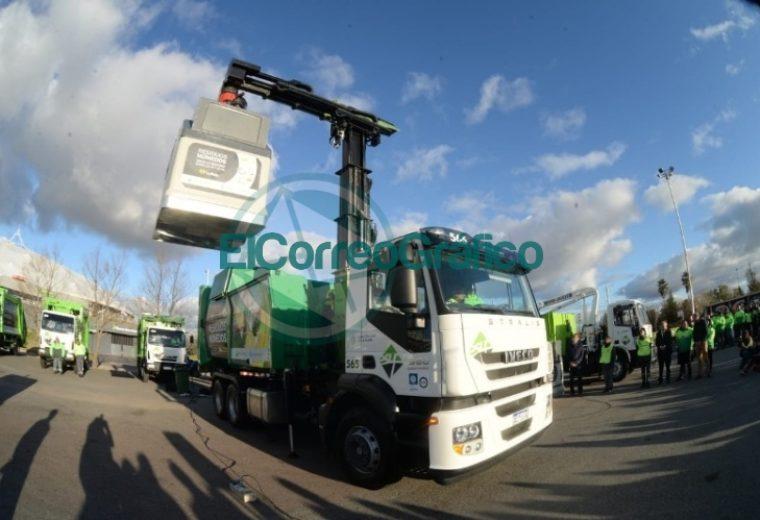 Garro presentó el nuevo sistema de contenedores de basura 4