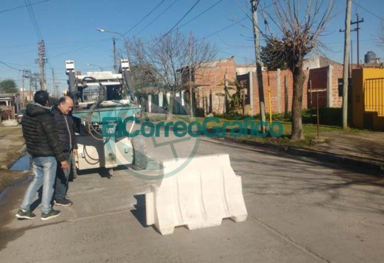 Hugo Novelino recorrió el bacheo de la calle 17 01