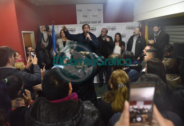 Julio Garro inauguró un local del Juntos por el Cambio en Villa Elvira 4