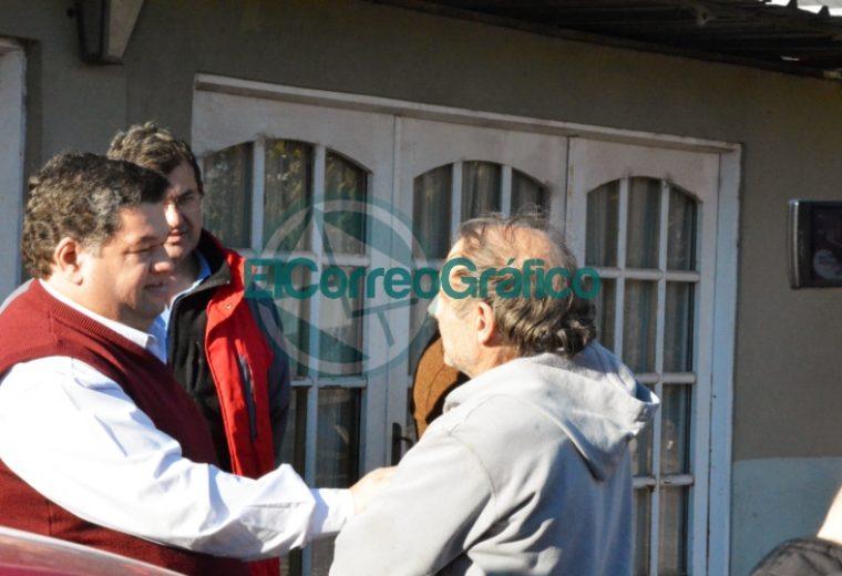 Nedela visitó a vecinos de la calle 174 entre 36 y 38 de Villa Zula donde se está pavimentando 1
