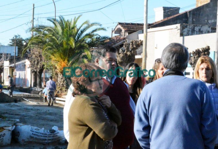 Nedela visitó a vecinos de la calle 174 entre 36 y 38 de Villa Zula donde se está pavimentando 3