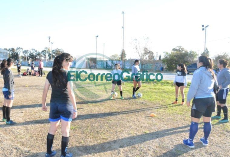 Nedela visitó el entrenamiento del equipo de Fútbol Femenino del Club Villa San Carlos 1