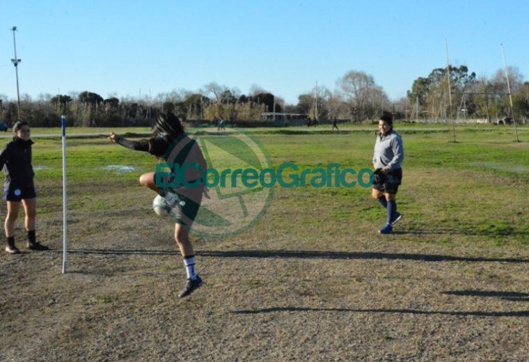 Nedela visitó el entrenamiento del equipo de Fútbol Femenino del Club Villa San Carlos 3