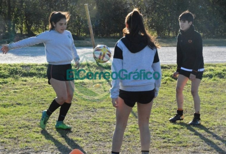 Nedela visitó el entrenamiento del equipo de Fútbol Femenino del Club Villa San Carlos 4