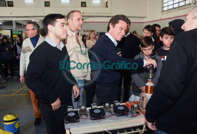 Sanchez Zinny recorrió la Feria de Ciencias Distrital y de la Primera Exposición Educativa de Berisso 1
