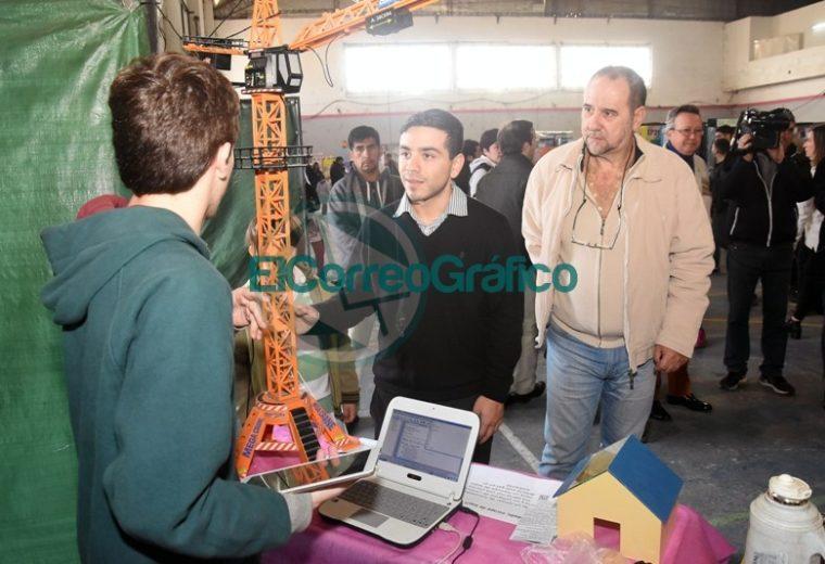Sanchez Zinny recorrió la Feria de Ciencias Distrital y de la Primera Exposición Educativa de Berisso 2