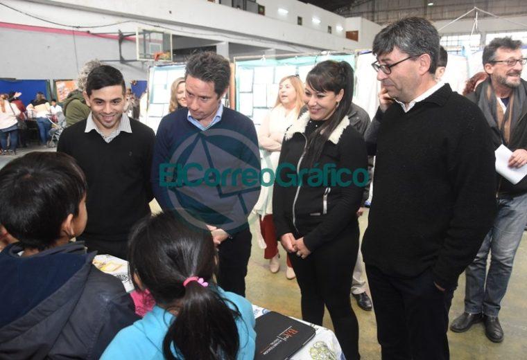 Sanchez Zinny recorrió la Feria de Ciencias Distrital y de la Primera Exposición Educativa de Berisso 4