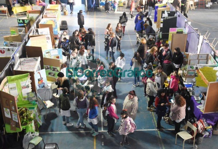 Sanchez Zinny recorrió la Feria de Ciencias Distrital y de la Primera Exposición Educativa de Berisso 6