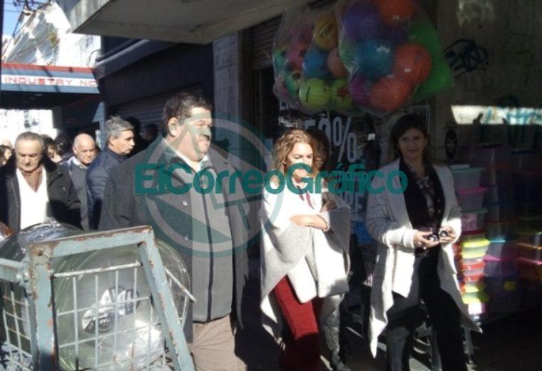 Claudia Rucci pasó por Berisso en su recorrido del frente Juntos por el Cambio 01