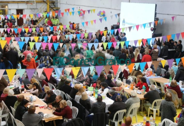 Garro celebró el Día del Abuelo en el Club Unión Vecinal 4