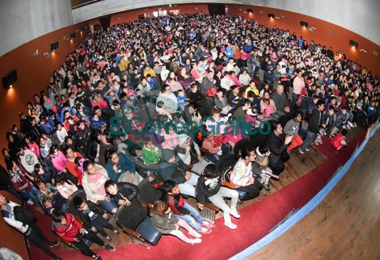 Gran festejo del Día del Niño en el Teatro Municipal Cine Victoria con más de mil personas 5