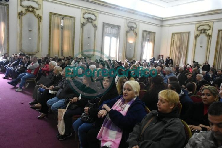 Más de 300 familias fueron beneficiadas en un nuevo acto de firma y entrega de escrituras 1