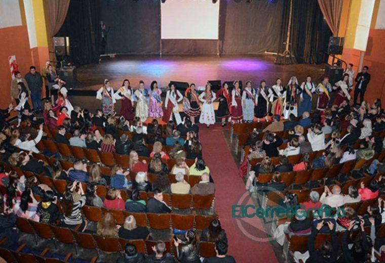 Se presentaron las 20 Representantes Culturales de la Colectividades 20