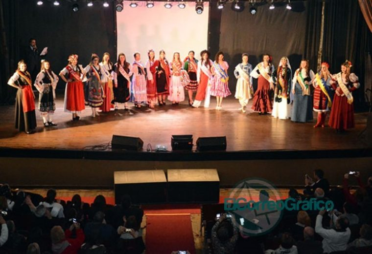 Se presentaron las 20 Representantes Culturales de la Colectividades 21