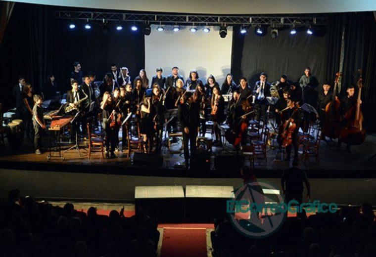 Se presentaron las 20 Representantes Culturales de la Colectividades 23