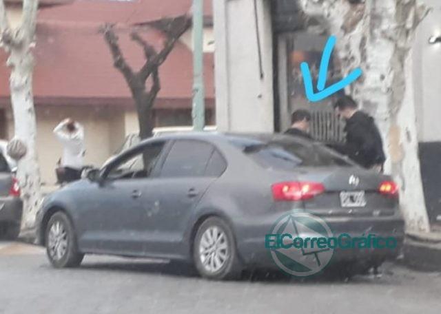 Kicillof se baja de un auto lujoso en cada ciudad y se sube a un Clio «austero» para la foto de campaña 1