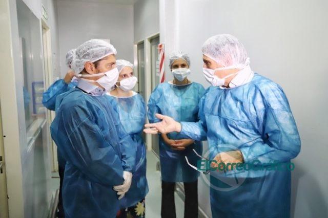 Kicillof visitó el Instituto Biológico provincial que duplicó la producción de alcohol en gel 0