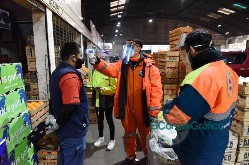 Montan operativo sanitario en el Mercado Regional para desinfectar y detectar casos sospechosos de COVID-19 3
