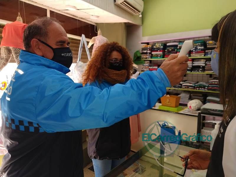 Operativos de control de fiebre y de cumplimento del distanciamiento social en comercios locales 5