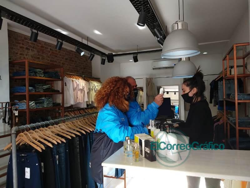 Operativos de control de fiebre y de cumplimento del distanciamiento social en comercios locales 2
