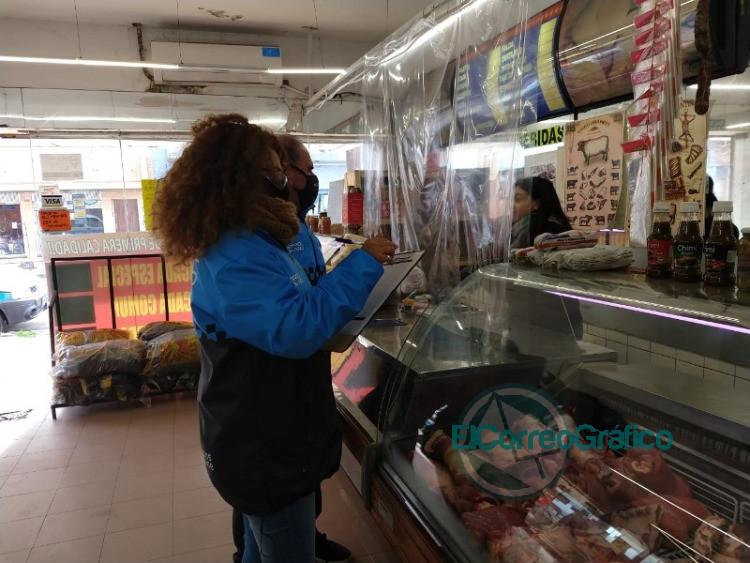 Operativos de control de fiebre y de cumplimento del distanciamiento social en comercios locales 6