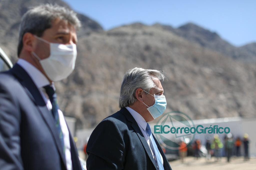 Fernández recorrió en San Juan obras, una fábrica textil y firmó de convenios 0