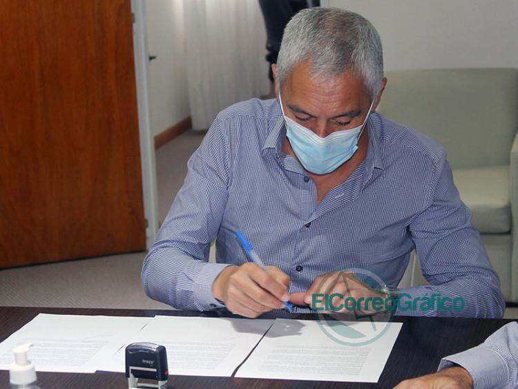 Cagliardi firmo convenio con ATSA La Plata 4