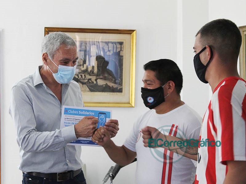 Cagliardi hizo reconocimientos a Clubes Deportivos por un video 2