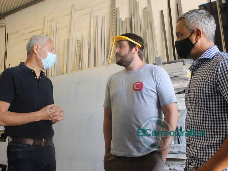Carpinteria de aluminio incorporo a dos jovenes con discapaciad 4