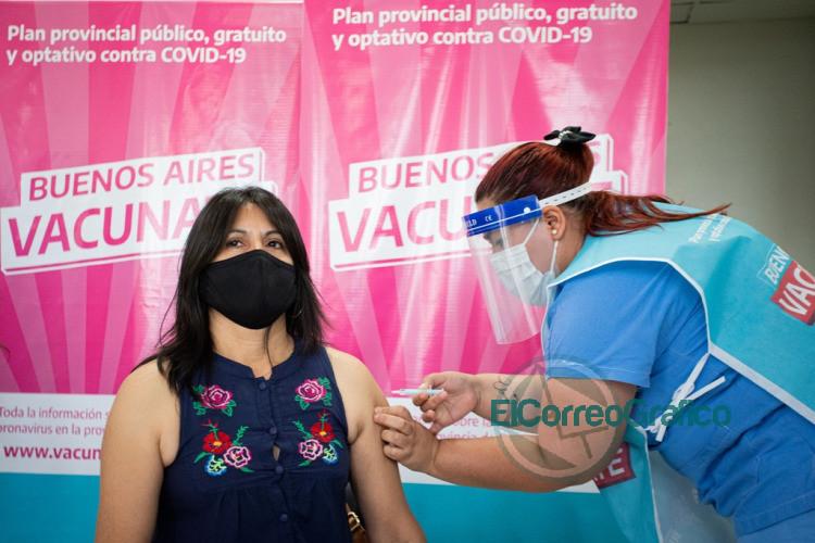 Comenzo la vacunacion de adultos mayores y docentes que integran grupos de riesgo 5