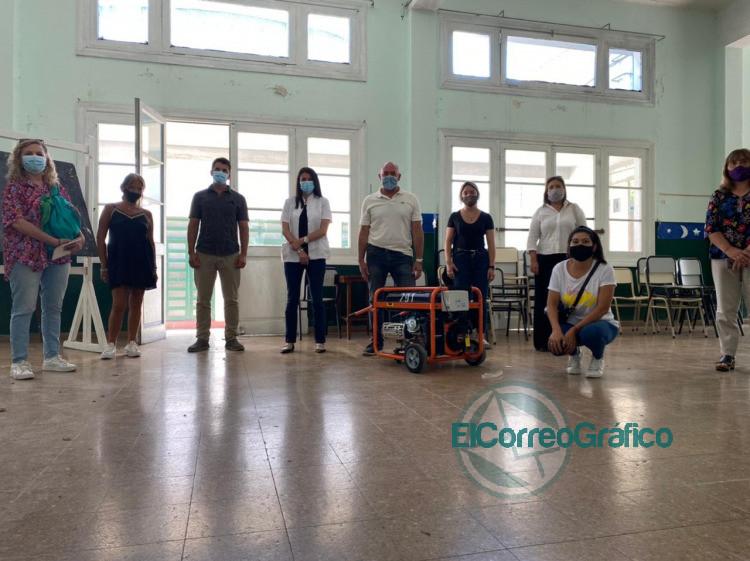 Entregan grupos electrogenos a escuelas publicas de la ciudad donde se vacunara contra el Coronavirus