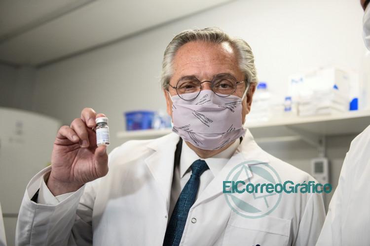Fernandez en la UNSAM donde fabrican el suero hiperinmune anti COVID 19 1