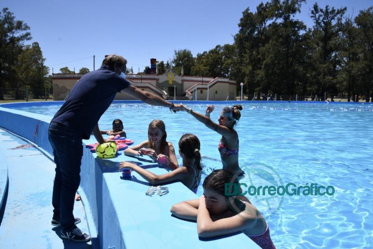 Garro presencio una clase de 'Aprendiendo a nadar 2
