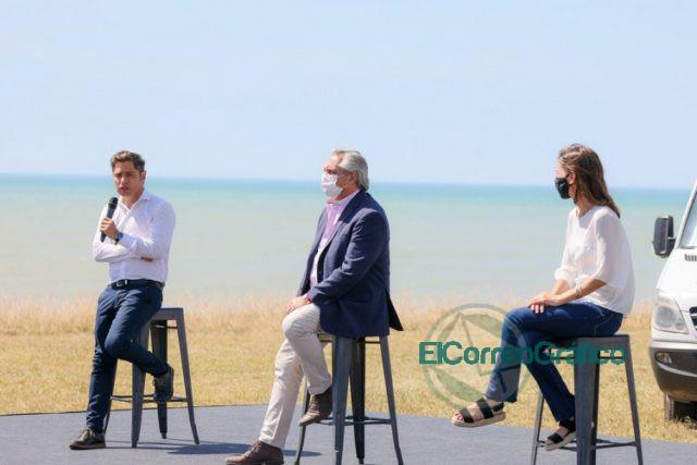 Kicillof con Fernandez y Raverta en la promulgacion la Movilidad Jubilatoria 04