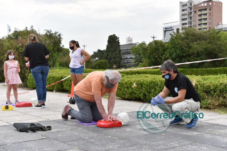 Realizaron una jornada abierta de capacitacion en RCP en Plaza Moreno 1