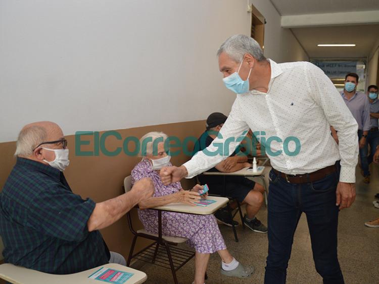 Se habilito en la UTN un vacunatorio contra el COVID 19 y a Cagliardi no le falto su foto 1