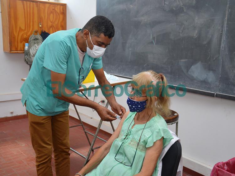 Se habilito en la UTN un vacunatorio contra el COVID 19 y a Cagliardi no le falto su foto 2