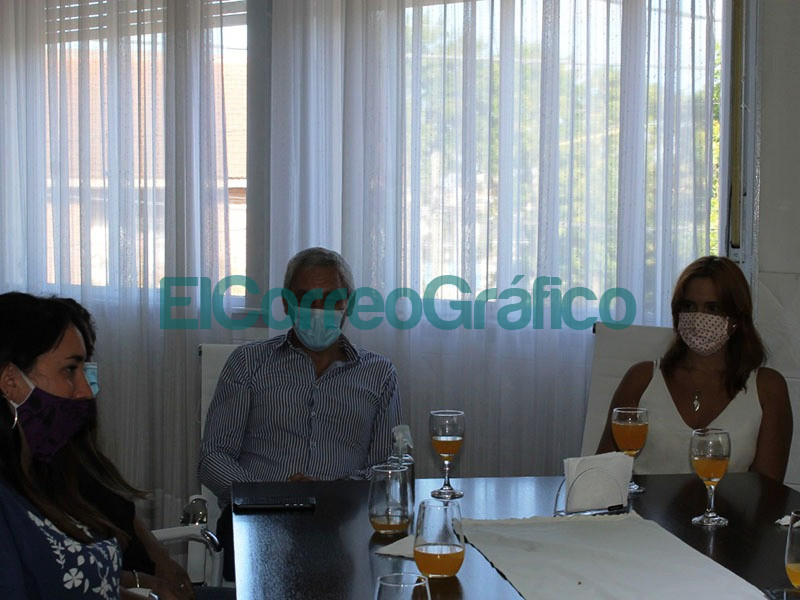Cagliardi hizo pasear al a ministra bonaerense de Trabajo por el CFP 404 1