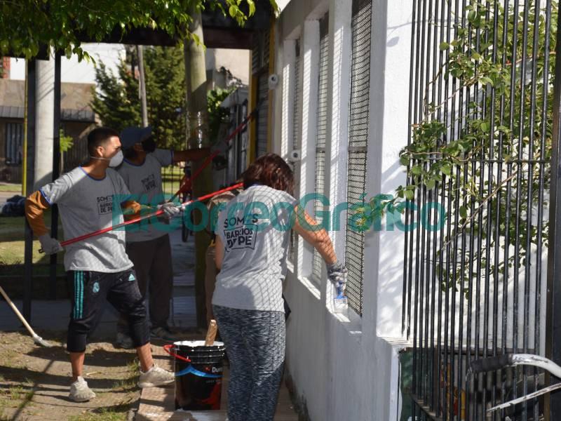Cagliardi paso por el Jardin 907 y vio pintar a cooperativistas de Potenciar Trabajo 4