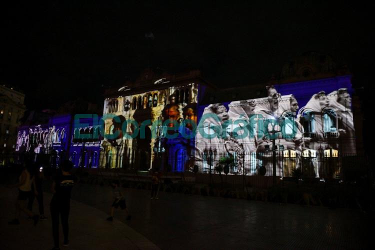 El Gobierno homenajeo a Madres y Abuelas de Plaza de Mayo con un mapping sobre la Casa Rosada 1