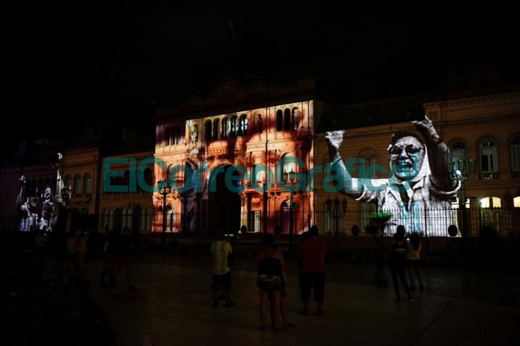 El Gobierno homenajeo a Madres y Abuelas de Plaza de Mayo con un mapping sobre la Casa Rosada 2