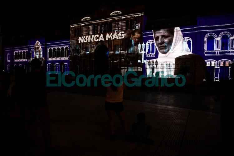 El Gobierno homenajeo a Madres y Abuelas de Plaza de Mayo con un mapping sobre la Casa Rosada 3