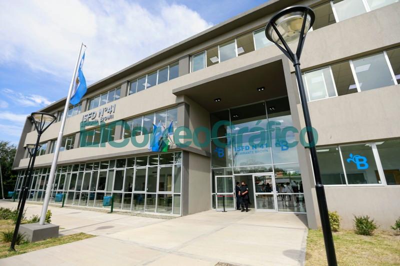 Fernandez y Kicillof inauguraron el nuevo edificio de un instituto de formacion docente 1