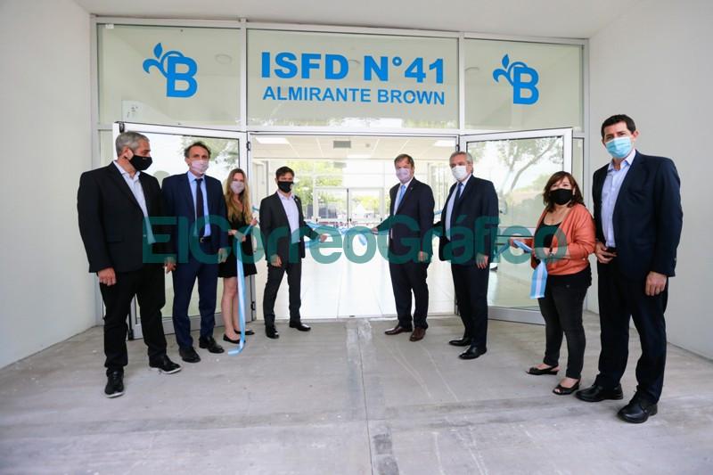 Fernandez y Kicillof inauguraron el nuevo edificio de un instituto de formacion docente 3