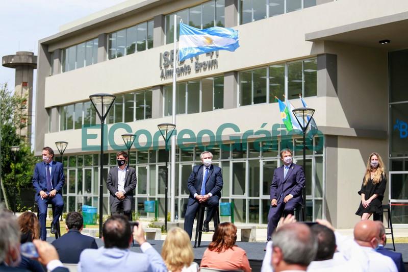 Fernandez y Kicillof inauguraron el nuevo edificio de un instituto de formacion docente 6