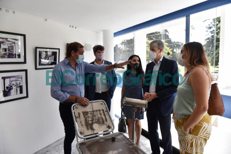 Garro recorrio la Casa Curutchet con el embajador de Suiza Heinrich Schellenberg 1