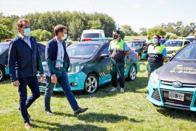 Garro y Santilli presentaron nuevos moviles de prevencion para la ciudad 1