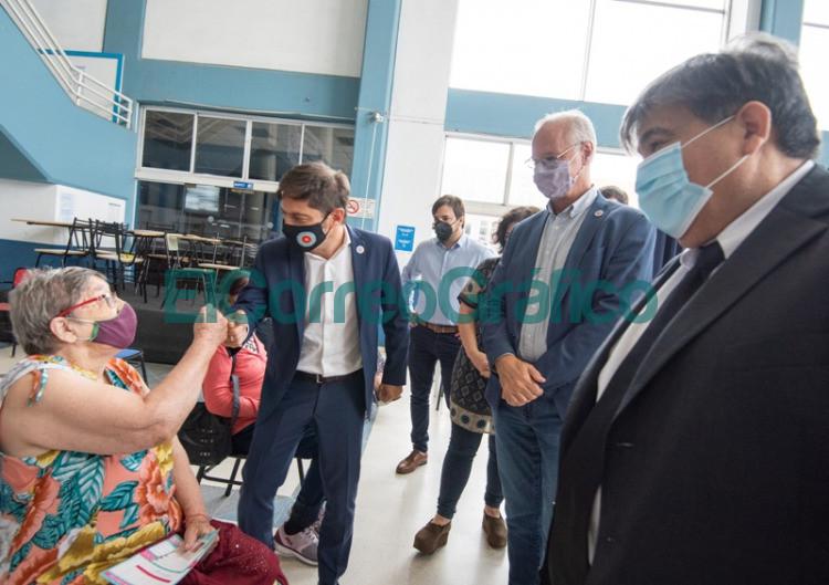 Kicillof y Vizzotti visitaron un operativo de vacunacion en Jose C. Paz 1