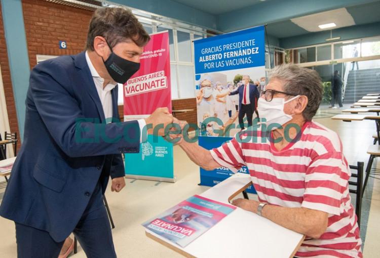 Kicillof y Vizzotti visitaron un operativo de vacunacion en Jose C. Paz 4