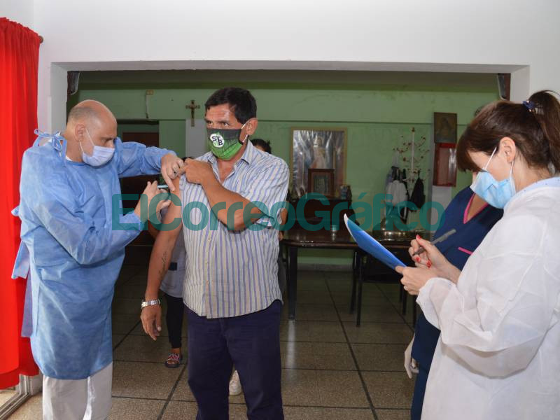 Recibieron la primera dosis de la vacuna contra COVID 19 en el Hogar de Ancianos 1
